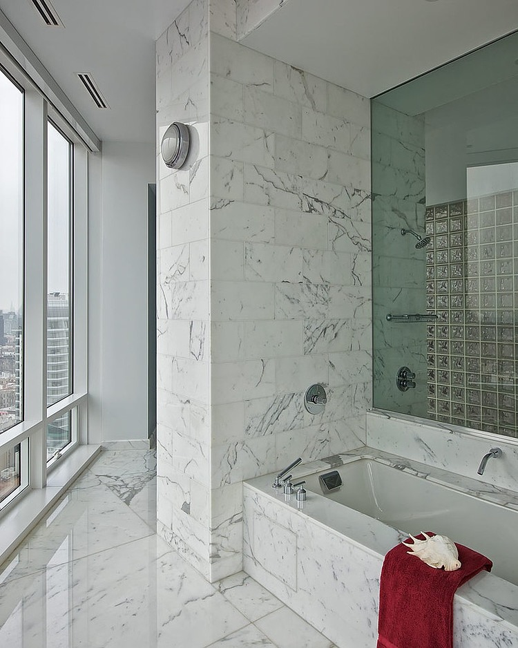 Salle de bain en marbre dans un appartement new yorkais - Appartement de standing burgos design ...