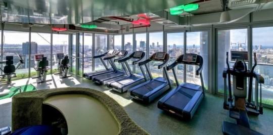 Les bureaux de Google à Tel Aviv : Salle de sport avec tapis de course