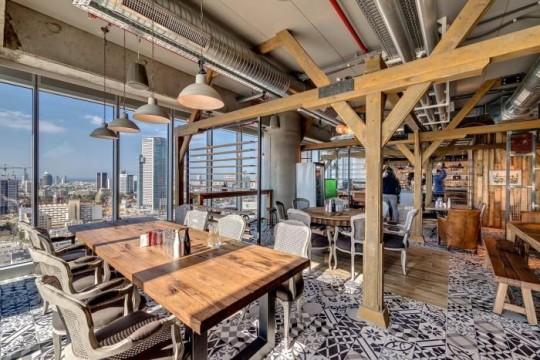 Les bureaux de Google à Tel Aviv avec une décoration rustique