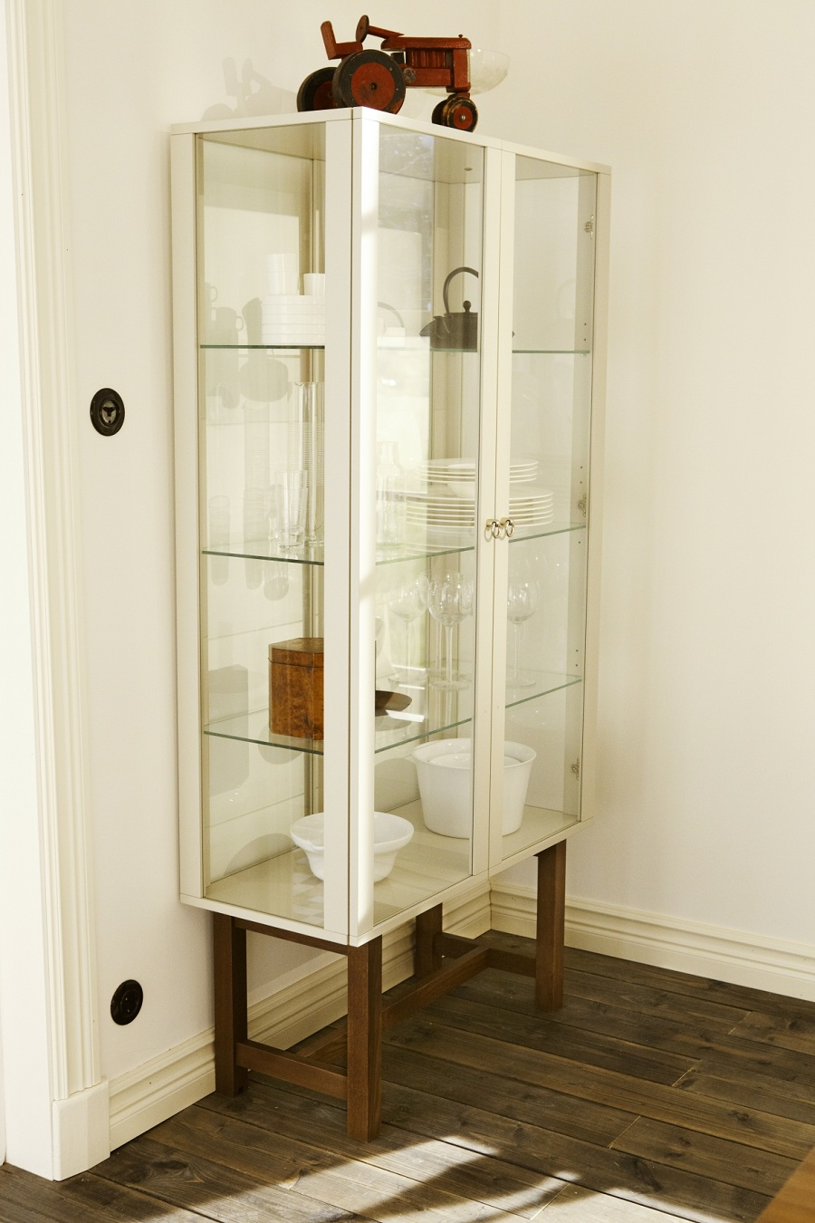 Ikea Vitrine 2 Pictures to pin on Pinterest