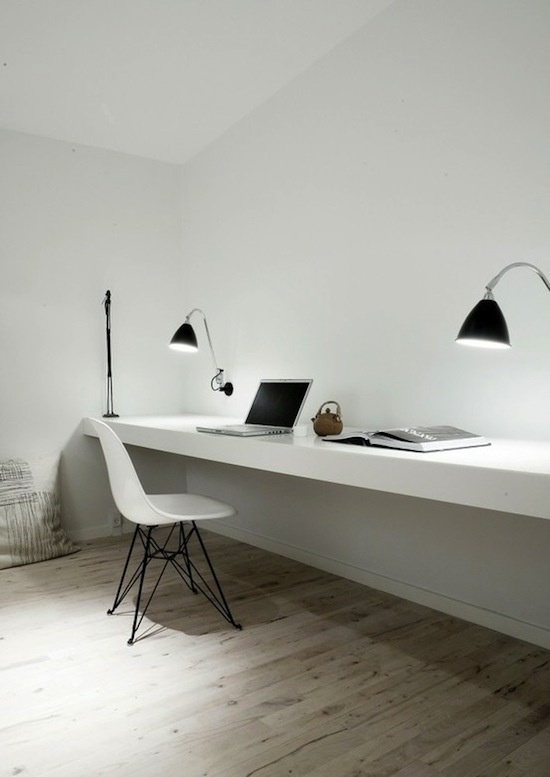 Id e d co un grand bureau tag re blanc minimaliste for Grand bureau blanc