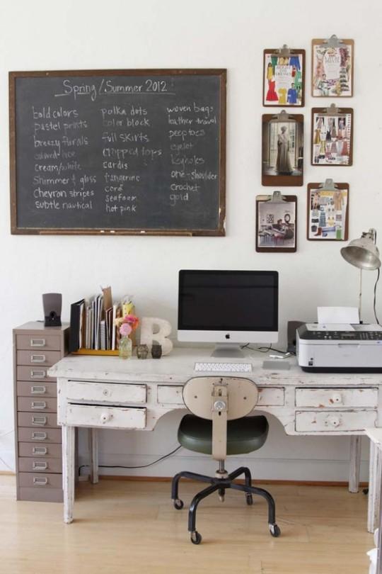 Idée déco : Un bureau vintage de récupération avec une ardoise