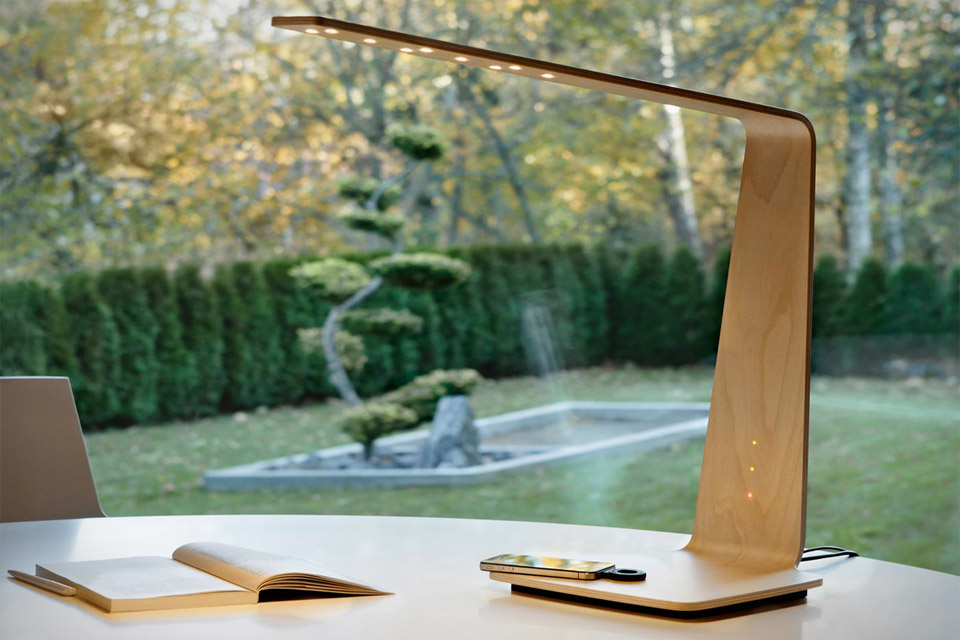 Incroyable (mais vrai) : Cette lampe Tactile vous éclaire ET recharge votre téléphone SANS FIL