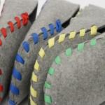 Lasso : Pantoufles en feutre gris avec un lacet en couleur