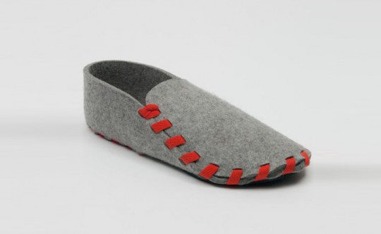 Pantoufle Lasso avec un lacet rouge