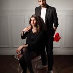 Un couple qui porte des pantoufles Lasso (like The Kooples)