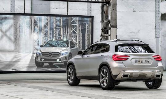 Mercedez Benz GLA concept car SUV compact Miroir avant-arrière