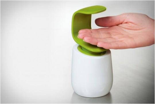 C-Pump, le flacon pompe à savon liquide manipulable à une main