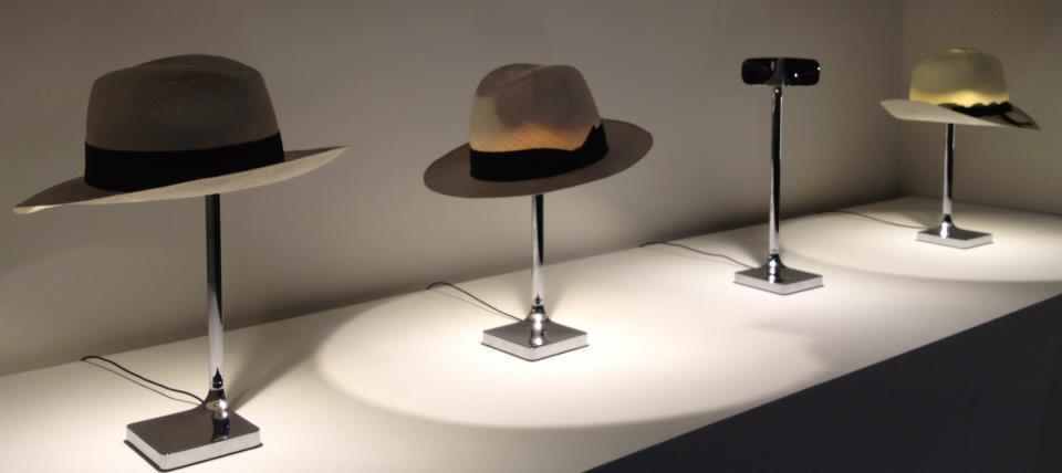 lampe flos chapeau du designer philippe starck. Black Bedroom Furniture Sets. Home Design Ideas