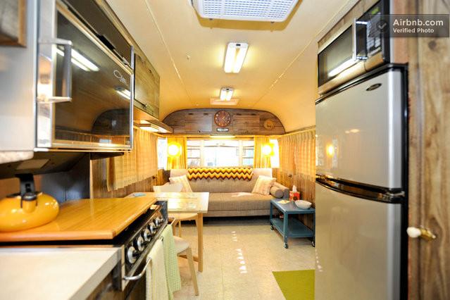 D coration int rieure d 39 une caravane am ricaine des ann es 70 - Deco interieur caravane ...