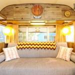 Intérieur d'une caravane des années 70 aux USA