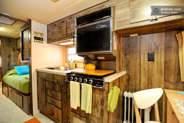 Cuisine am ricaine dans une caravane vintage au texas - Deco interieur caravane ...