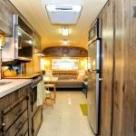Décoration intérieure d'une caravane américaine des années 70