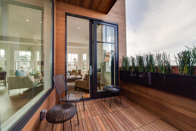 terrasse en teck dans une maison victorienne san francicso. Black Bedroom Furniture Sets. Home Design Ideas