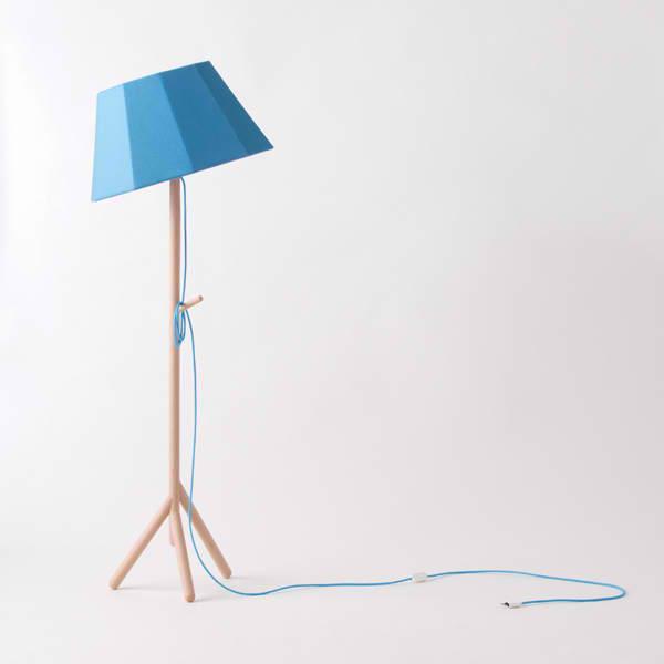 lampadaire r tro avec un abat jour en tissu bleu et un pied en bois faces mon colonel. Black Bedroom Furniture Sets. Home Design Ideas