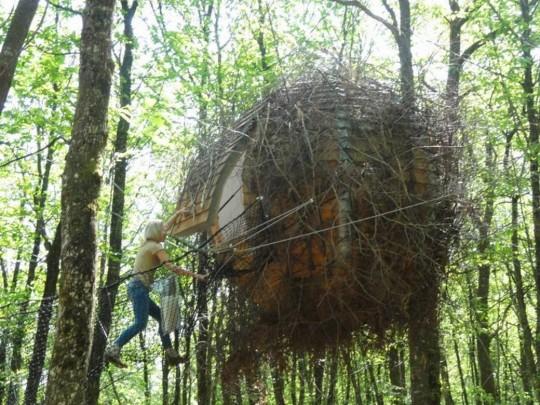 Cabane Lov Nid avec accès par un filet