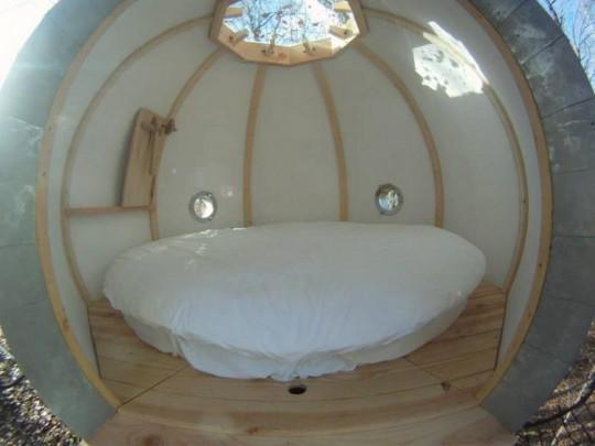 Cabane sphérique - intérieur avec lit