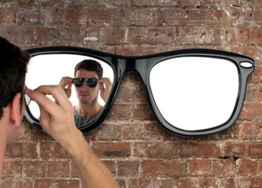 Looking Good : Le miroir en forme de lunettes de soleil