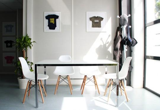 Presque parfait - bureau avec table de réunion et chaises vintage