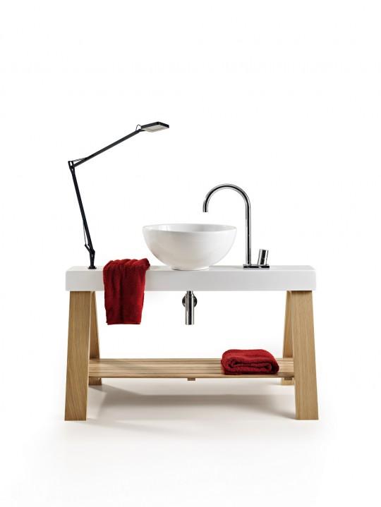 Vasque blanche sur meuble en bois façon treteaux CAVALLETTO