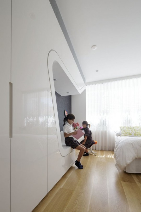 maison Spiderman - meuble avec une niche dans la chambre