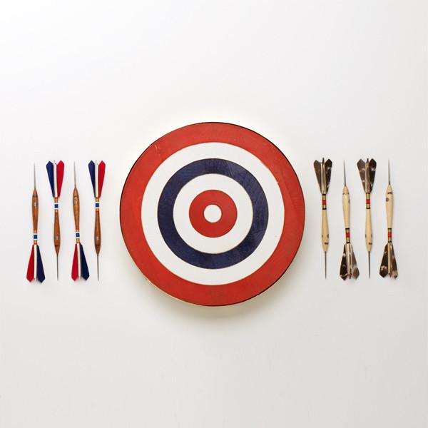 The Belgian Dart Set : Un jeu de fléchettes belge made in USA