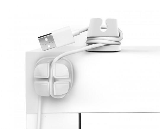 Ancres a cables adhésives collées sur le bureau