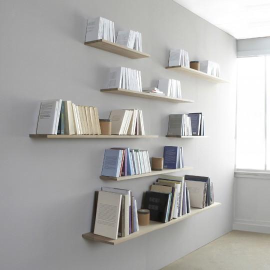 Etagère supportée par les livres sans fixation