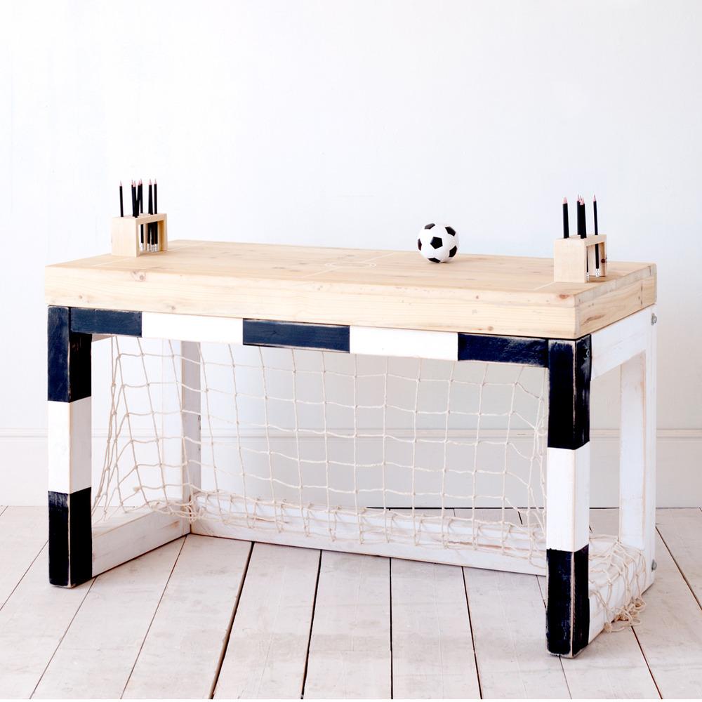Envie de jouer au foot dans votre salon ? Voici LA table qu'il vous faut