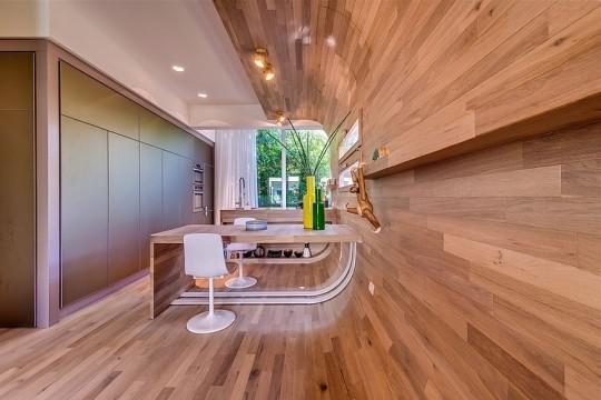 Appartement cosy Tel Aviv - Mur en bois avec un arrondi