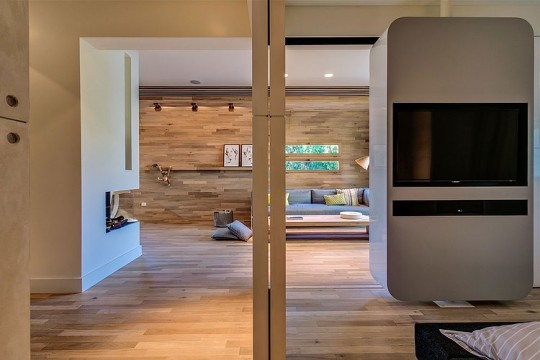 Appartement cosy Tel Aviv - meuble pivotant séparateur de pièce
