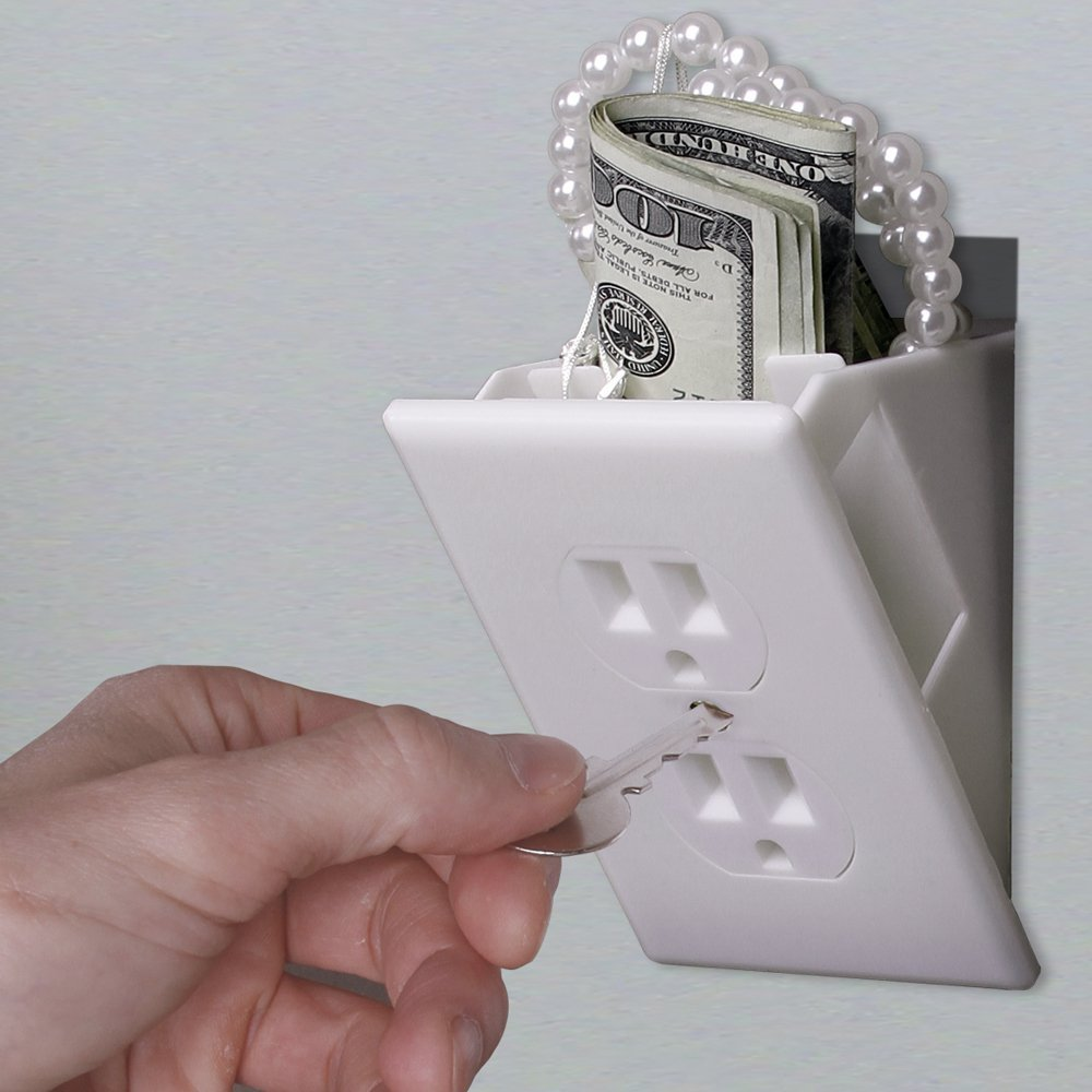 Une (fausse) prise électrique pour cacher vos bijoux