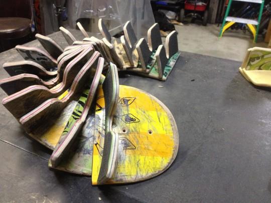 Crochet pour skateboard fabriqué avec des skateboards recyclés