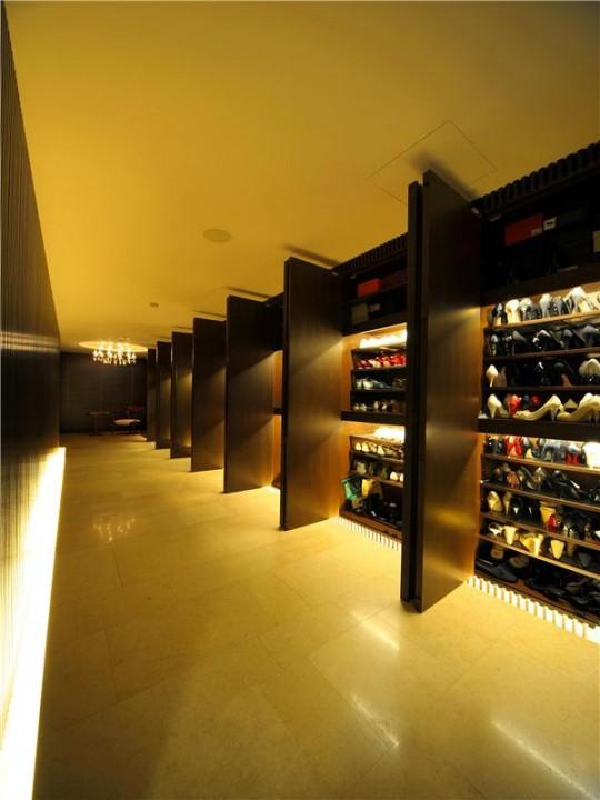 L'appartement avec 1 chambre le plus cher du monde - énorme dressing couloir