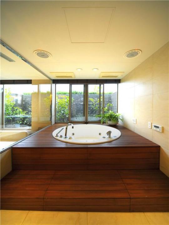 L'appartement avec 1 chambre le plus cher du monde - baignoire ronde encastrée dans le sol