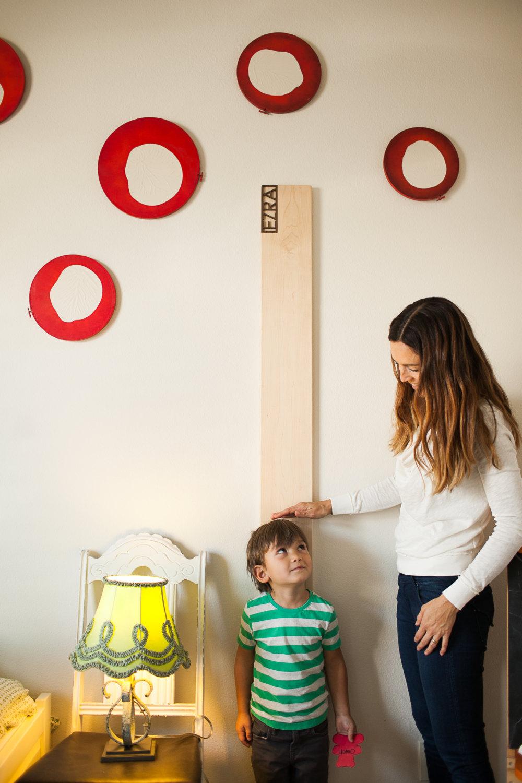 une toise en bois pour enfant personnalis e. Black Bedroom Furniture Sets. Home Design Ideas