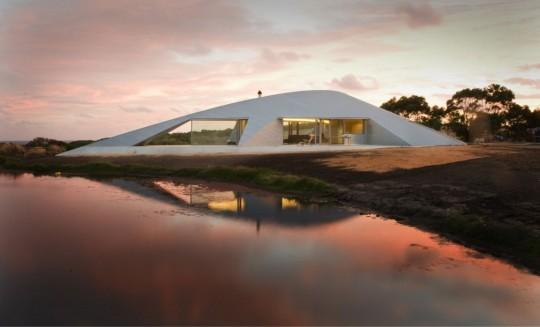 Maison Croft par James Stockwell -  maison design au bord d'un lac