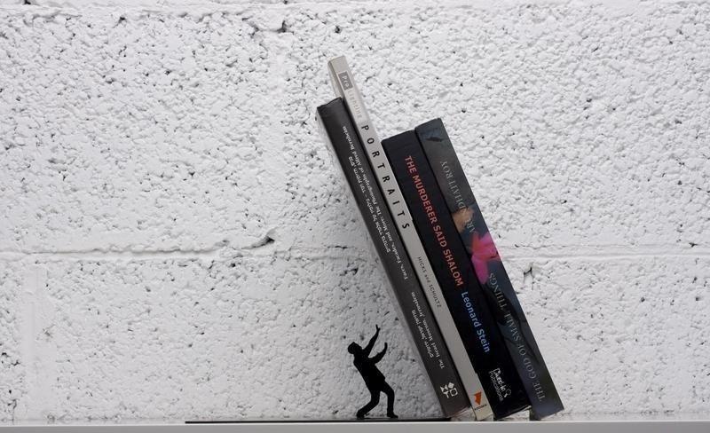Serre-livres Falling Books : Attention chute de livres !