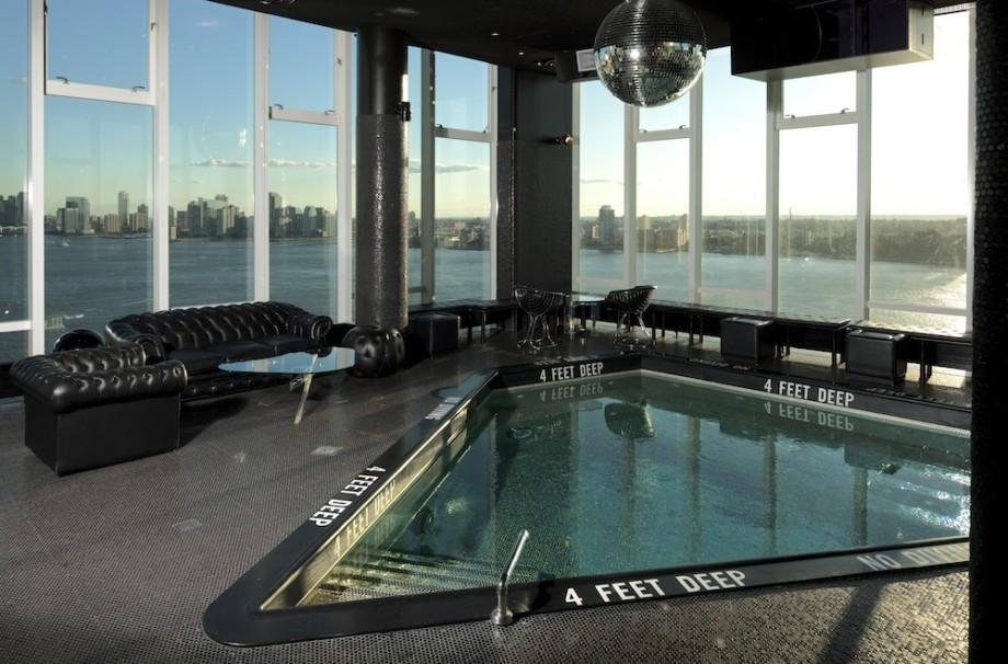 The standard high line new york piscine jacuzzi triangulaire for Hotel avec piscine new york