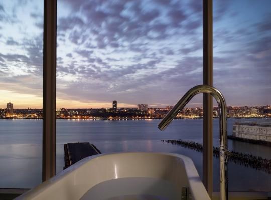 Un h tel design au c ur de manhattan avec une vue couper for Salle de bain new york