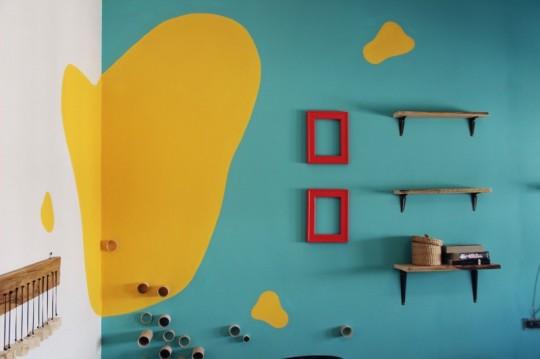 Bureaux Webshake avec une déco murale colorée