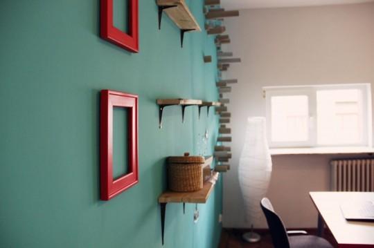 Bureaux Webshake - mur avec des étagères