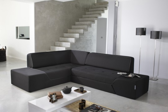 Canapé d'angle convertible Midnight by Ora Ito dans un intérieur contemporain