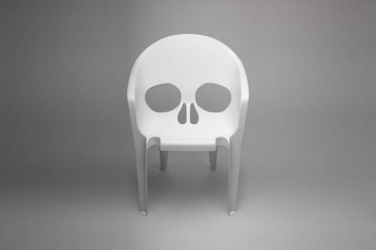 Chaise tête de mort Souviens-toi que tu vas mourir