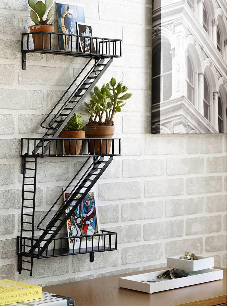 Etagere Murale En Escalier une étagère façon escalier de secours new-yorkais