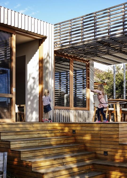 Maison contemporaine à Brighton en Australie - entrée avec un escalier