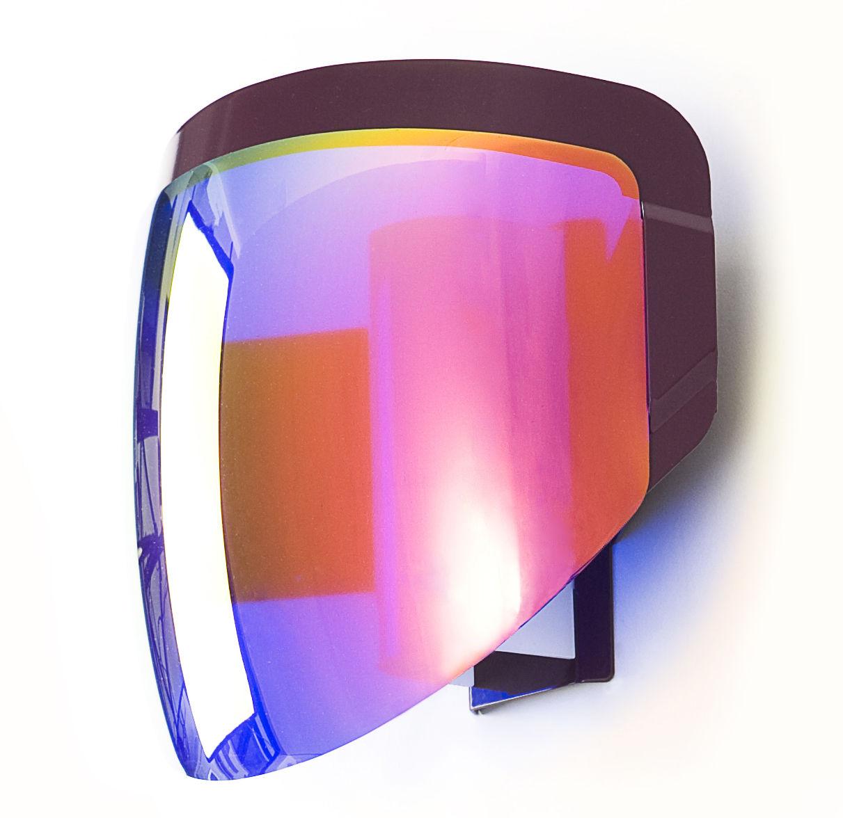 Applique Moto : Une visière de casque de moto transformée en applique par Moustache