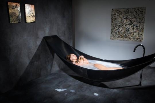 Bain dans une baignoire hamac