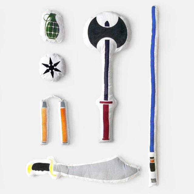 Set de bataille de coussins : Sabre laser, hache, nunchaku, grenade…