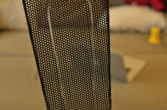 Dossier perfore de la chaise en metal